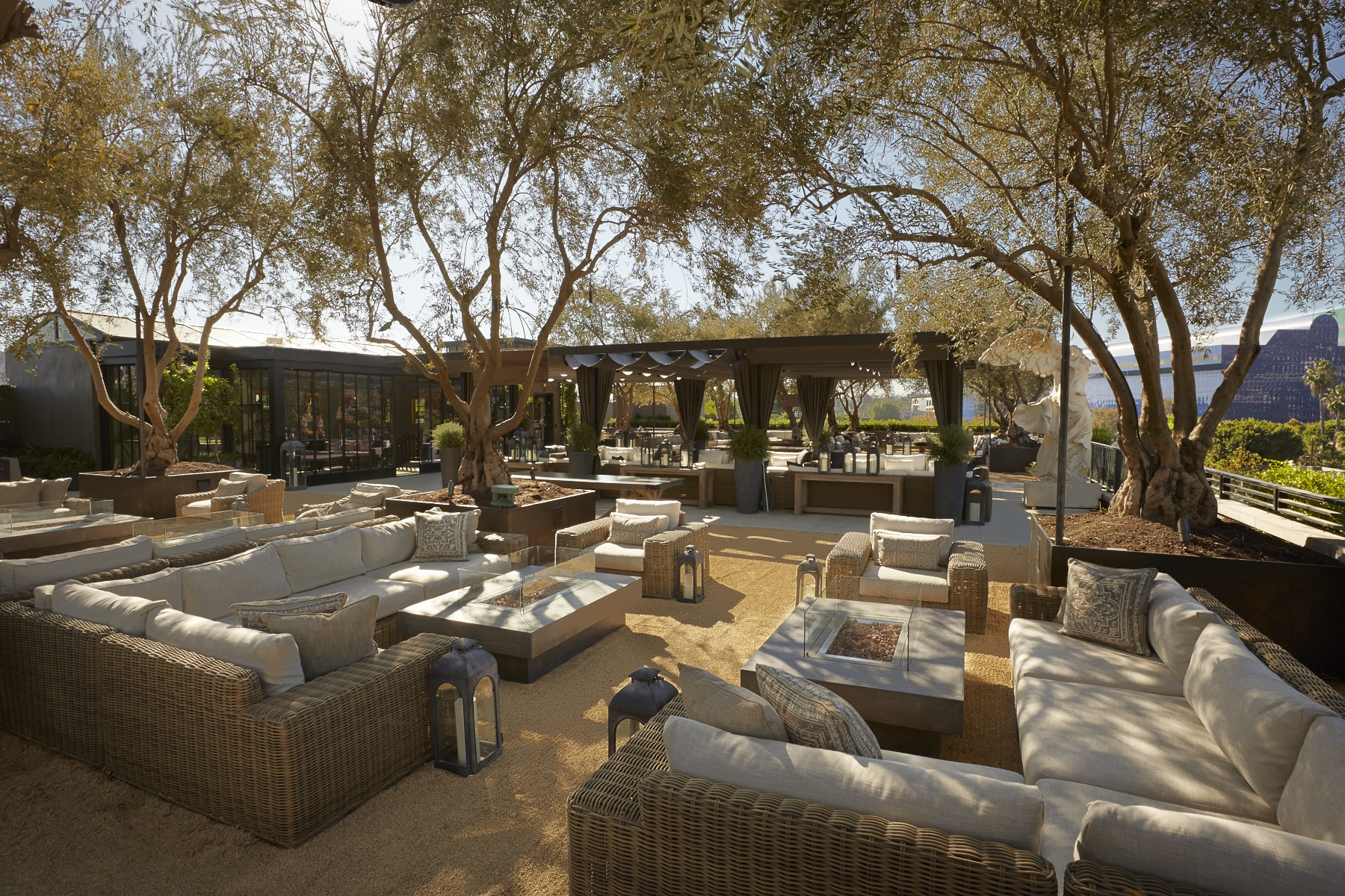 Restoration Hardware Provide Public Rooftop Park On Top Of